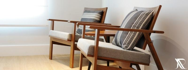Poltronas e cadeiras para recepção de clínica e consultório médicos